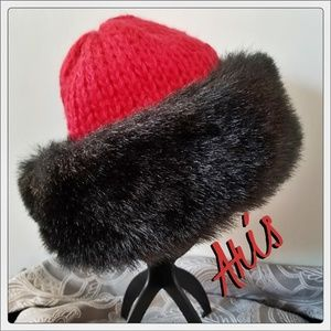 💃Luxurious Red Cable Knit Hat with Faux Fur Trim